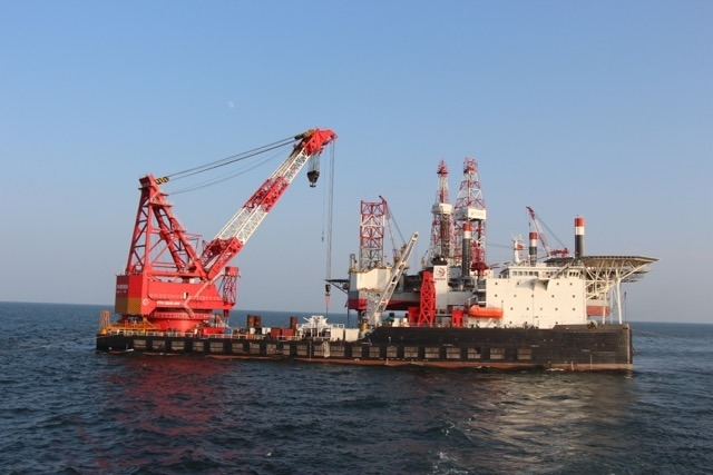 Derrick Pipelay Barge For Sale or Charter