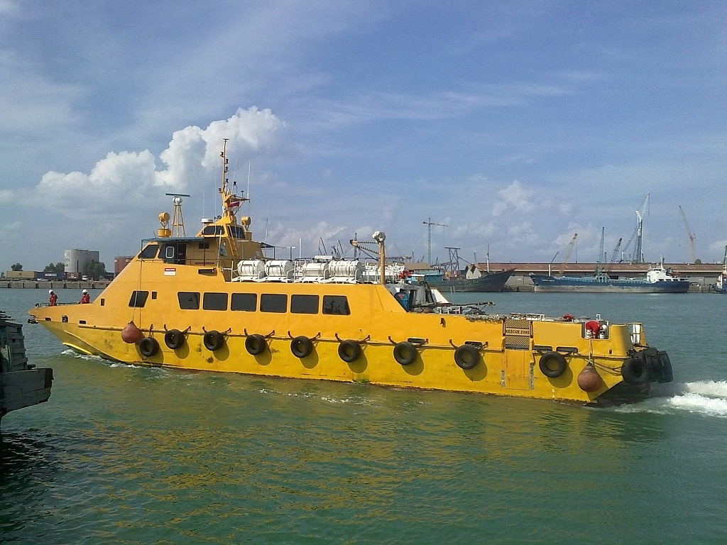 31M Crew Boat For Sale or Charter